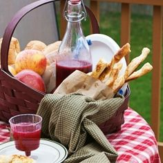 A picnic: Savory puff pastry sticks and berry lemonade