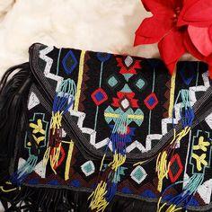 Seguimos con las REBAJAS!!  Esta pasada de clutch en piel se queda en solo 53! Y lleva asa para colgar! www.bebohochic.com  #rebajas #sales #tendencias #moda #complementos #bohochic #bohobag #boho #chic #fashion by bebohochic