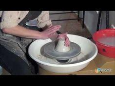 ▶ Centrado de una pella en un torno de barro - Curso cerámica - YouTube