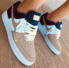4 Easy And Cheap Useful Tips: Shoes Trainers Life nike shoes with jeans.Shoes Sneakers Mens work shoes for men. Moda Sneakers, Cute Sneakers, Shoes Sneakers, Yeezy Shoes, Jordans Sneakers, Shoes Sandals, Converse Shoes, Tenis Nike Air, Nike Air Shoes
