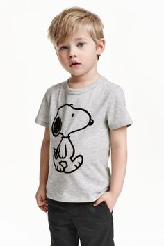 Printed T-shirt - Grey/Snoopy - Kids Cute Baby Halloween Costumes, Little Boy Hairstyles, Toddler Boy Haircuts, Kids Photography Boys, Boys Clothes Style, Kid Swag, Photographing Kids, Kid Styles, Child Models
