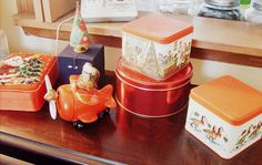Tacky Christmas Tins    www.the-red-kitchen.com