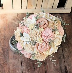 Bitte lesen Sie vor der Bestellung: Dieses Item ist MADE TO ORDER, finden Sie unter der Registerkarte Lieferung für aktuelle Bearbeitungszeit. Danke! ***  Dies ist eine Liste für eine mittlere benutzerdefinierte sola Blumengesteck und ist kundenspezifisch konfektioniert.  Der mittlere Strauß ist 25 um (Finale Größen variieren aufgrund der einzigartigen handgefertigten Natur jedes Elements). Blumensträuße sind aus Sola Blumen gefertigt. Verschiedene Stile stehen zur Verfügung und Blumen…