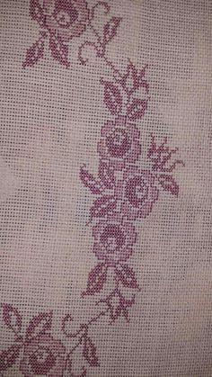 This Pin was discovered by dil Cross Stitch Borders, Cross Stitch Flowers, Cross Stitch Designs, Cross Stitch Patterns, Pillow Embroidery, Prayer Rug, Bargello, Diy And Crafts, Pillows