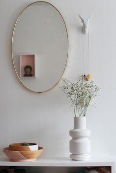 Maya: Elefanter kan fly med ballonger: I speilet: på gjesterommet - this mirror is perfect