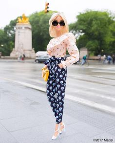 Barbie®: New York inspires me to mix up my look, like pairing these fun, floral prints! What does New York style . Barbie Style, Barbie Top, Barbie Model, Barbie Life, Barbie House, Barbie Dress, Barbie Clothes, Barbie Outfits, Barbie Tumblr