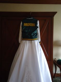 1000 images about weddings by karolina on pinterest for Green bay packers wedding dress