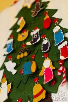 предновогодний эдвент (advent) — календарь: количество пуговок и игрушек равно количеству дней. Для каждого дня — кармашек с заданием, задание выполнили — игрушку на елку повесили, Очень удобно, можно использовать много лет подряд и для всей семьи