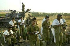 IDF soldiers praying.