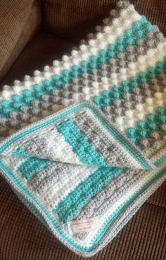 Crochet Bubbles Baby Blanket – Free Pattern.This is the perfect blanket to make when you need a fast baby gift. Perfect for use in a car seat or stroller! Works up in about 3 hours and can be made into any desired size just by changing the starting chain! This can be made with any
