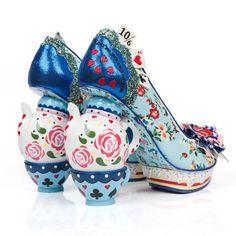 Alis Harikalar Diyarında karakterlerinden ilham alan ayakkabılar ♥♥♥ Alice in Wonderland inspired shoes from the characters in Wonderland Alice In Wonderland Shoes, Estilo Disney, Mad Hatter Tea, Mad Hatters, Disney Films, Disney Outfits, Disney Fashion, Party Shoes, Wonderland