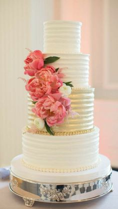cake gallery; cake board; Featured Photographer: Cristina G Photography