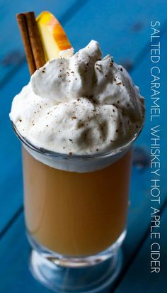 Salted Caramel Spiked Apple Cider | Easy hot boozy drink for the holidays!