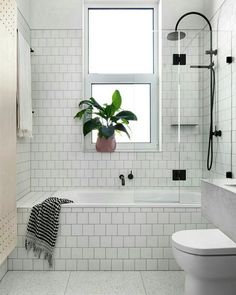 ▪ Banheiro todo branco com metais em preto ▪ hhinspiration ▪ hhreferência ▪ interior design inspiration ▪