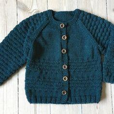 Baby Cardigan Knitting Pattern Free, Baby Boy Knitting Patterns, Knitting For Kids, Crochet For Kids, Knitting Stitches, Crochet Baby, Knit Crochet, Baby Barn, Raglan