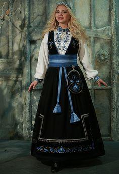Winter Goddess, European Dress, Beautiful Anime Girl, Folk Costume, Ethnic Fashion, Cool Costumes, Fashion Outfits, Womens Fashion, Couture