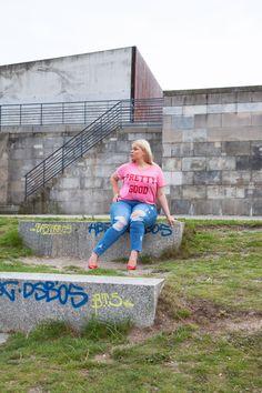 City Plus size Look Statement T-Shirt and jeans. Plus size Model caterina Pogorzelski Blog:ww.megabambi.de #Megabambi #curvy #plussize #zizzi
