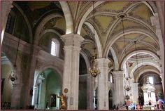 dentro de la catedral de durango