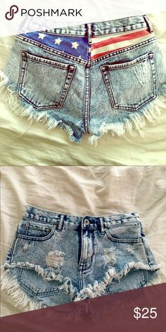 Denim Shorts with back detail These shorts are the perfect high rise shorts with American pride peeking through :) High waisted and goes to right about where your belly button is. Size 3 (from Pacsun) PacSun Shorts Jean Shorts