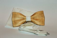Mens wooden bow tie with pocket square. New 2016 trend form. Bow Tie Party, Bow Tie Wedding, 2016 Trends, New Trends, Best Friend Gifts, Gifts For Friends, Get Paid To Shop, Wooden Pipe, Wooden Bow Tie