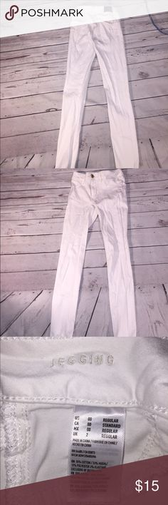 American eagle jegging stretch white jeans 00 American eagle woman's super super stretch jegging white jeans 00 waist 12, rise 7, inseam 27.5 American Eagle Outfitters Pants Skinny