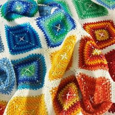 Looking for colorful and modern blankets to crochet? Here are 21 free crochet patterns for baby blankets full of colors and vibrance! Quilt Patterns, Stitch Patterns, Knitting Patterns, Crochet Patterns, Hand Embroidery Flowers, Hand Embroidery Stitches, Red Background, Modern Blankets, Baby Blankets