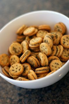 Yum... I'd Pinch That! | Herbed Ritz Crackers
