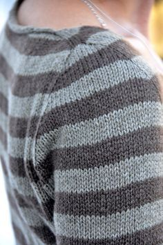 Contiguous set-in sleeves, free sweater pattern by Isabell Kraemer