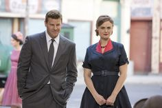 Emily Deschanel and David Boreanaz in the 'The in the episode of BONES airing Thursday, Dec. 2014 on FOX. Get premium, high resolution news photos at Getty Images Best Tv Shows, Favorite Tv Shows, Bones Season 10, Bones Booth And Brennan, Bones Tv Series, Bones Show, Detective Shows, Emily Deschanel, Movies