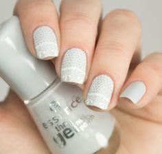 essence 70 grey zone nailpolish with moyou london fashionista 17 stamping