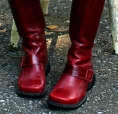 I want these red boots, but all I can learn about them is they came from Italy years ago. :(