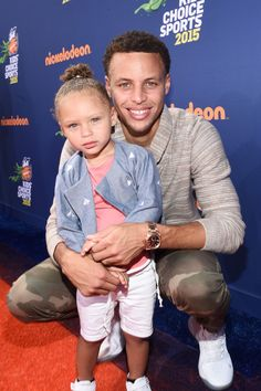 - Stephen + Riley Curry at the 2015 Nickelodeon Kids' Choice Sports Awards in Westwood. Stephen Curry And Daughter, Stephen Curry Family, The Curry Family, Ryan Curry, Kids Choice Sports Awards, Choice Awards, Stephen Curry Basketball, Nba Basketball, Nba Players