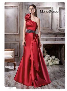 Conviértete en la protagonista de una boda de tarde con estos diseños de Manu García