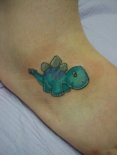 Rhinoc ros en origami pour un tatouage sur le pied https for Minimalist dinosaur tattoo