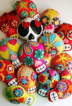 Felt scraps, sequins, embroidery = sugar skull brooch