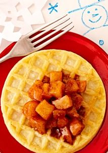 Waffles with Spiced Apple Compote Cinnamon-, nutmeg- and allspice-seasoned apples lend the flavors of fall to warm waffles. Breakfast Desayunos, Breakfast Recipes, Breakfast Ideas, Brunch Ideas, Spiced Apples, Baked Apples, Apple Compote Recipe, Eggo Waffles, Pancakes