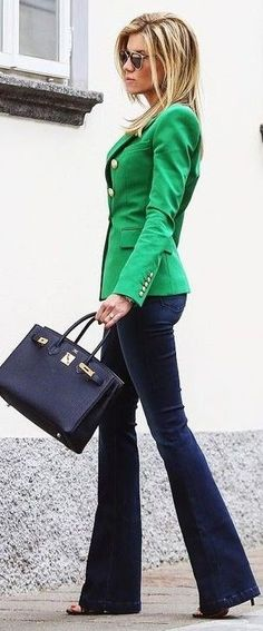 Green Blazer + Navy Flares Source Look trabalho Comfy Fall Outfits, Spring Outfits, Green Blazer, Green Jacket, Colored Blazer, Green Suit, Green Cardigan, Suit Jacket, Jeans With Heels