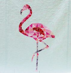 My love absolutely loves Flamingos, and therefor of course he had to have his own Flamingo Quilt! So before his birthday this summer I went . Flamingo Craft, Flamingo Pattern, Quilt Tattoo, Vogel Quilt, Bird Quilt, Quilt Patterns Free, Blanket Patterns, Applique Quilts, Quilting Projects