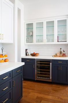 Navy lower cabinets, white upper cabinets with glass doors