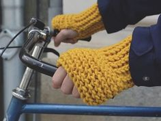 Ami la maglia XXL? Allora ti innamorerai di questi praticissimi guanti senza dita in lana