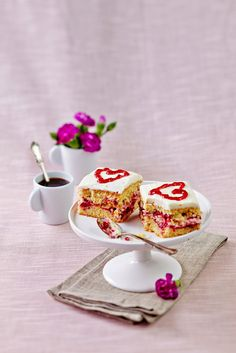 Ystävänpäivän leivokset | Leivokset | Pirkka #valentinesday #ystävänpäivä Valentine Heart, Valentines Day, Italian Coffee, Coffee Time, Panna Cotta, Favorite Recipes, Baking, Ethnic Recipes, Sweet