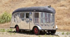 A 1939 Lindbergh Travel Trailer, designed in San Carlos, California, by an engineer of the Sir Francis Drake Hotel. This trailer was custom-built for famous aviator Charles Lindbergh, hence its name. Vintage Campers Trailers, Camper Trailers, Camper Van, Tiny Trailers, Vintage Caravans, Diy Camper, Cool Campers, Happy Campers, Rv Campers