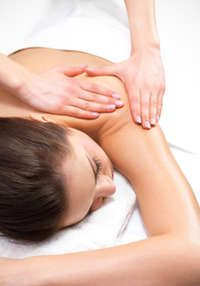 Massage can help you relieve inflammation and stress, which are important benefits when you have psoriasis. Learn how to get the best massage for psoriasis. Massage Tips, Massage Quotes, Thai Massage, Massage Benefits, Good Massage, Massage Techniques, Massage Therapy, Spa Therapy, Aroma Therapy