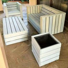 reused wood pallet couch set - May 25 2019 at Pallet Furniture Step By Step, Pallet Furniture Bench, Wood Pallet Couch, Pallet Dining Table, Pallet Lounge, Diy Outdoor Table, Pallet Walls, Wood Pallets, Diy Furniture