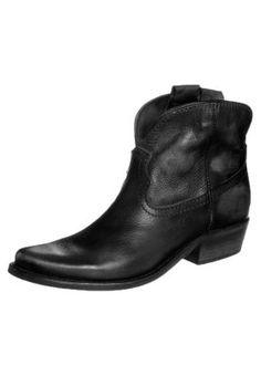 Felmini cowboy boots short