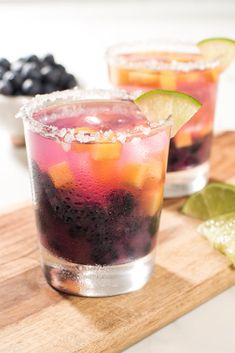 Get your camera ready – this Blueberry #Margarita is so pretty, you (almost) won't want to drink it! You'll love the signature margarita taste with a fun and flavorful twist: blueberries and peaches to bring an extra hint of sweetness. Peach Margarita, Margarita Cocktail, Mojito, Liquor Drinks, Wine Cocktails, Sangria, Cocktail Drinks, Alcoholic Drinks, Cocktail Desserts