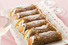 Scopri come cucinare cannoli alla siciliana su Donna Moderna; ricetta con ingredienti e preparazione. 35minuti