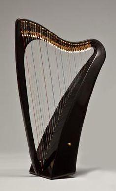 Heartland Infinity lap harp. Carbon fiber?!