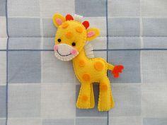 Girafa em feltro by artes kaka, via Flickr