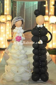I am SO going to have this at my wedding! Super cool balloon bride and groom sculptures.